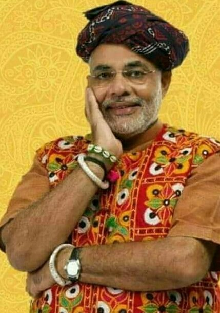 narendra modi in a old funny photo wearing traditional dresses and smiling