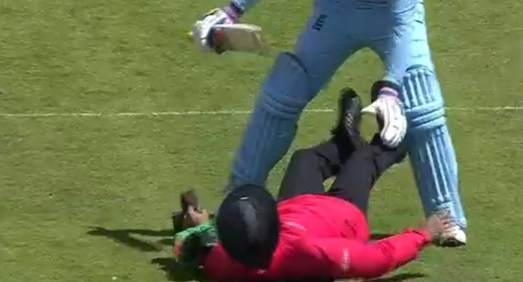 Jason Roy's collision with umpire in england icc cricket world cup 2019