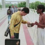 aamir khan as PK taking money from the blind beggar at the bridge funny scene
