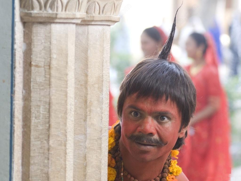 Rajpal Yadav as Lal Hanumaan Chhote Pandit painted red funny image in the movie Bhool Bhulaiyaa