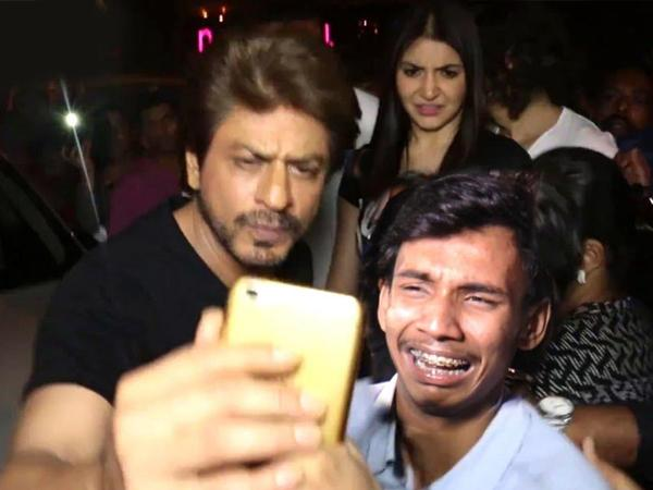 Shahrukh Khan taking a selfie with a crying fan