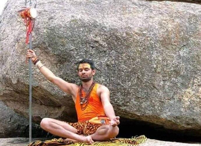 Tej Pratap Yadav as shiva doing dhyaan with trishul funny photo