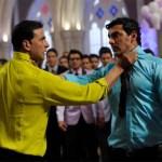 Akshay Kumar and John Abraham both holding one another's necks fighting in housefull 2 movie meme
