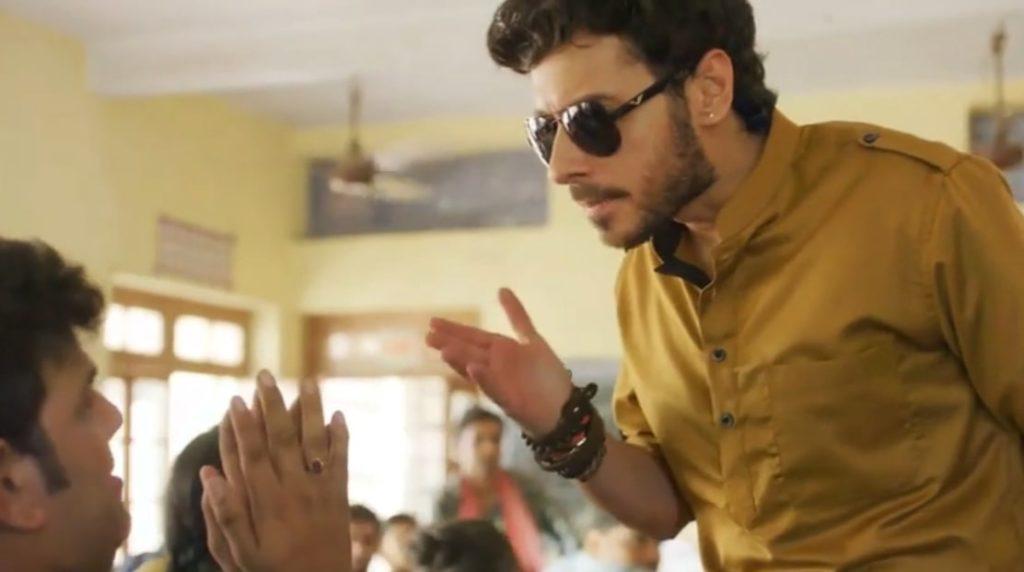 Angry Munna Tripathi slapping a boy in Mirzapur abey padhai likhai mai dhyaan lagao ias yas bano