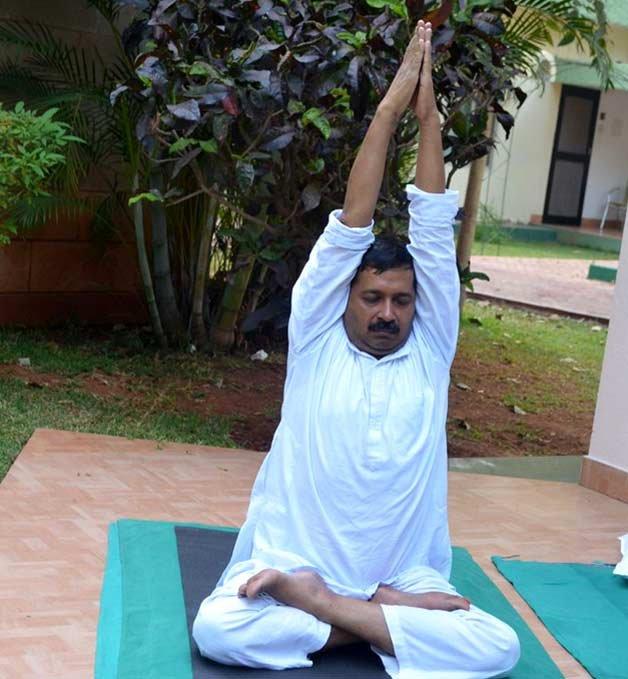 arvind kejriwal doing yoga