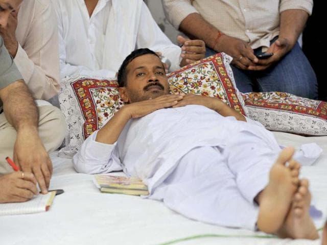 Arvind Kejriwal sleeping while his indefinite fast at Sundar Nagari against inflated power and water bills