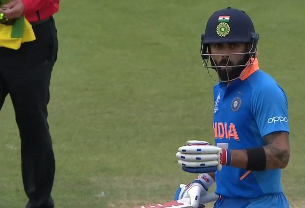kohli shocked face after dhoni hit stark for a six icc cricket world cup 2019 India vs Australia