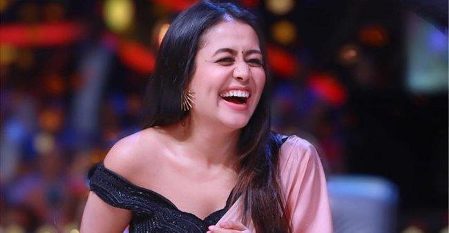 neha kakkar laughing in indian idol photo