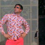 Akshay Kumar AKA Raju in Phir Hera Pheri Waiting iconic Pose