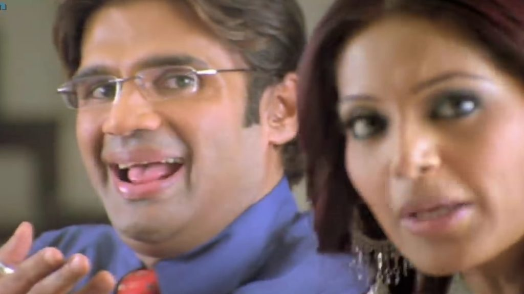 Suniel Shetty as Shyam mocking Raju in front of anuradha hera pheri movie meme