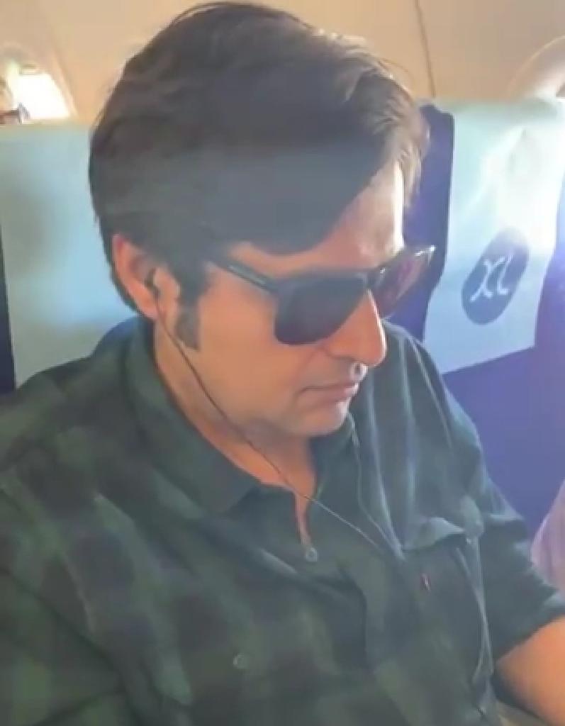 Arnab Goswami in kunal kamra's viral video in a indigo flight watching his laptop meme template