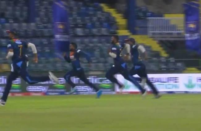 sri lankan cricket players running during India srilanka T 20 match