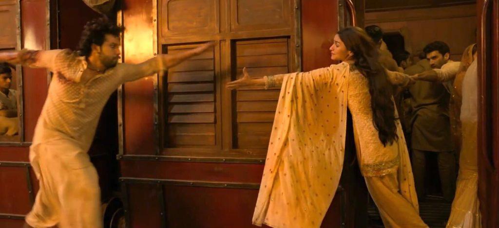 Varun Dhawan alia bhatt Aditya Roy Kapur in kalank movie train scene