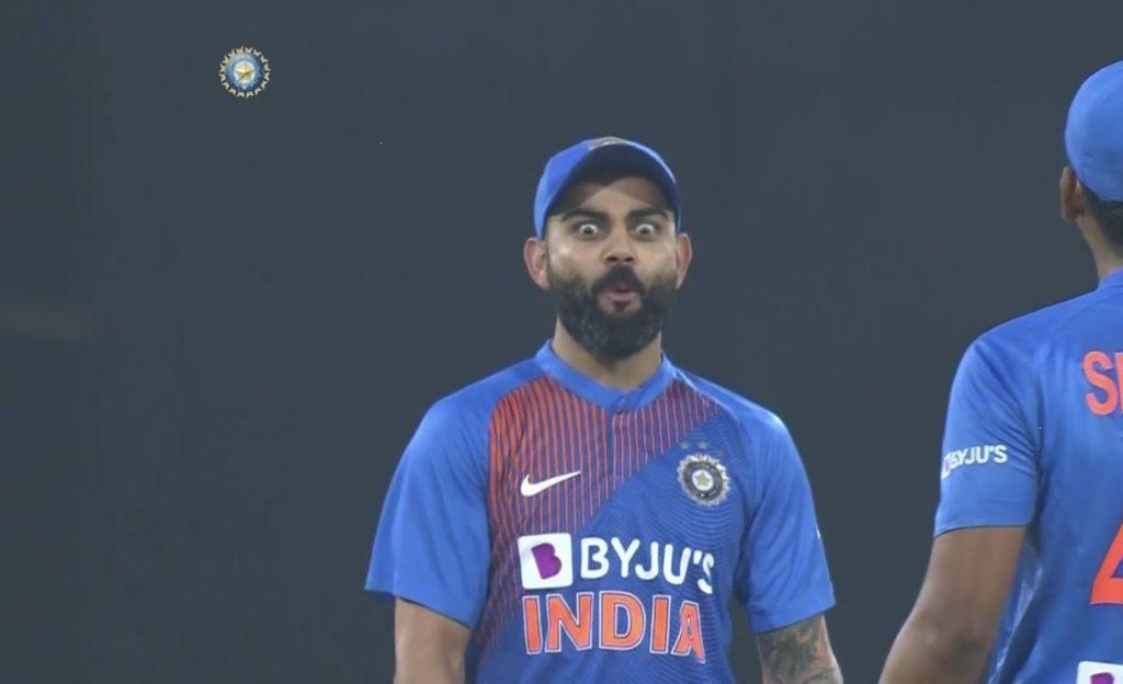 Virat Kohli shocked reaction after Shreyas Iyer hit a six vs sri lanka
